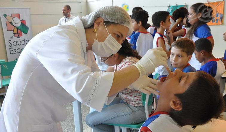 Profissionais da saúde nas escolas