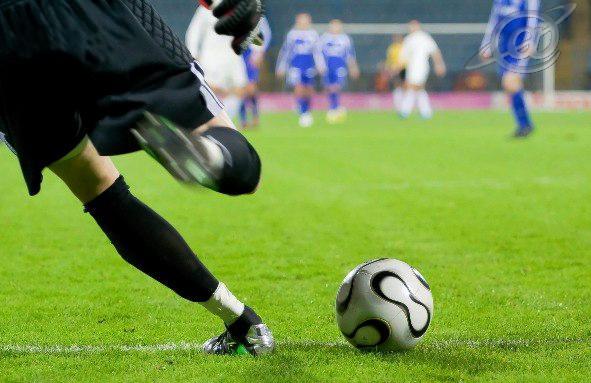 Ilustração - Goleiro lançando a bola
