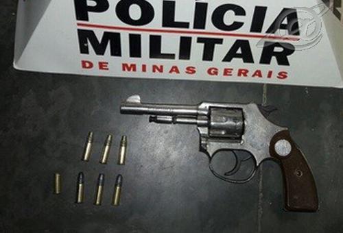 Foto: PMMG – Arma localizada pela equipe da PM