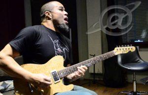 Guitarrista Cacau Santos