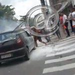 Veículo pega fogo