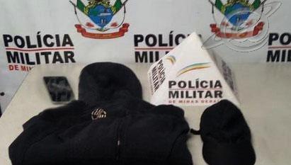 Roupa usada pelo assaltante, no centro da cidade de Ouro Branco