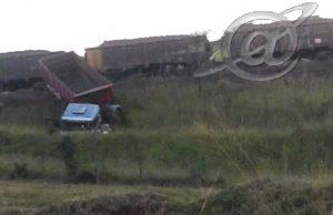 Trem arrasta uma carreta