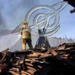Incêndio num depósito de madeiras
