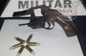 Embriagado e armado